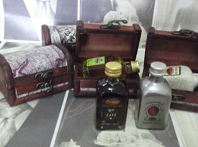 Detalle baúl y licor Ref.14567