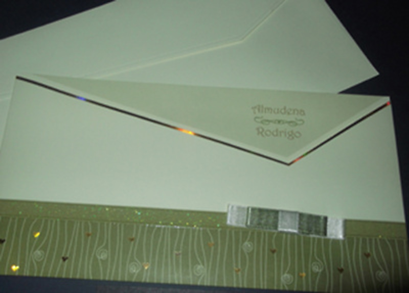 Invitación de boda cardnovel verde y beis Ref.50628 Impresión GRATIS