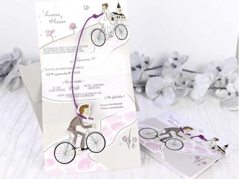 Invitaciones de boda novios en bicicleta