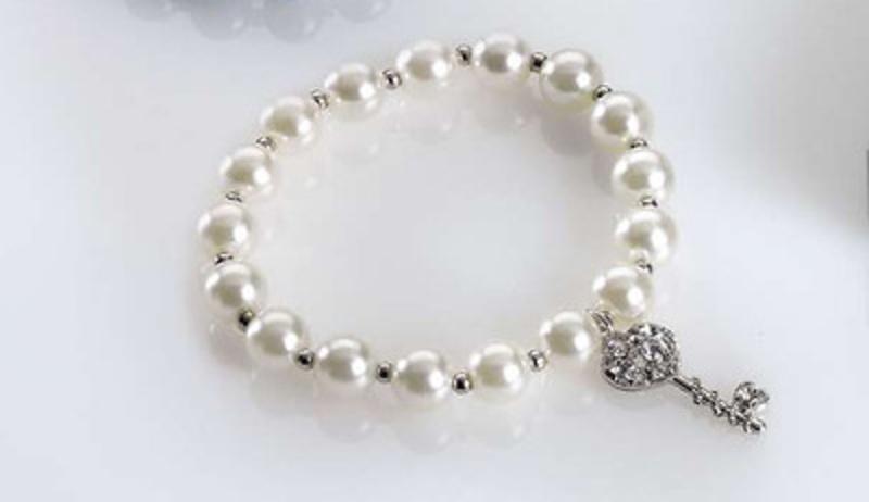 Pulsera perlas blanca y colgante llave REf.176 Etiquetas GRATIS