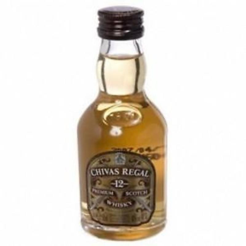 Whisky Chivas miniatura.