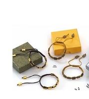 Detalles de boda pulseras de nácar y abalorios. Ref 219 Etiquetas GRATIS