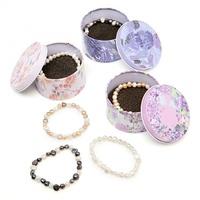 Pulseras perlas colores en bolsa.