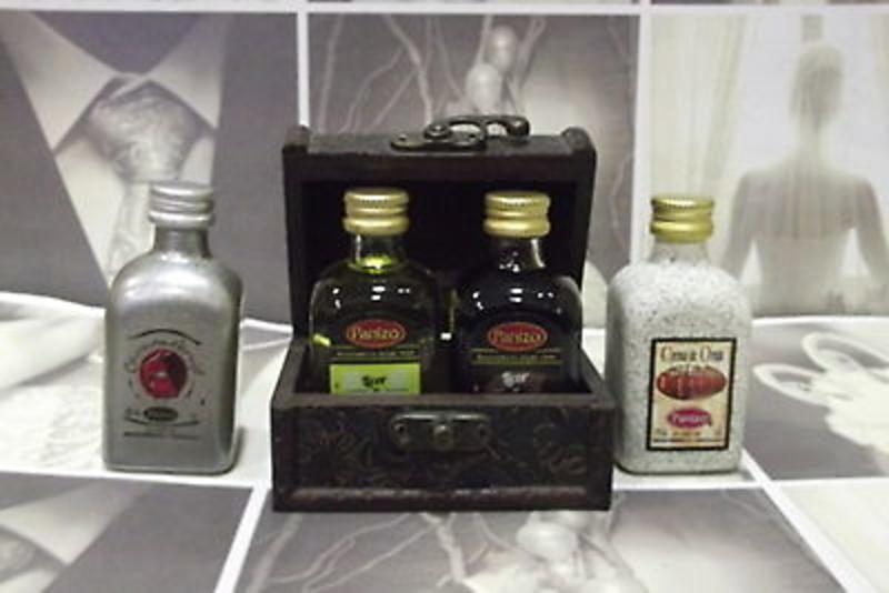 Baúl y dos licores Panizo