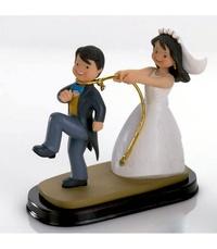Figura tarta novia cogiendo al novio Ref.2080